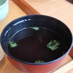 菜な - なめこと三つ葉の赤出汁アップ