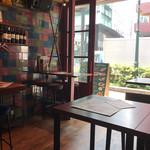ワイン酒場 GabuLicious - オシャレな店内 1階