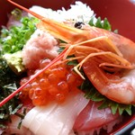 小田原さかなセンター - 高い方の海鮮丼いくらだ♩
