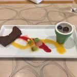 三輪亭 - デザートはチョコレートのテリーヌにレモンのジュレ