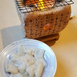 69810253 - 活タコ飛騨こん炉焼き 670円