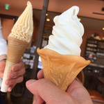 カフェアンドレストランアッタカ - オリジナル¥350、桃¥400