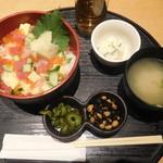 三代目網元魚鮮水産 - 料理写真:海鮮バラチラシ丼 ¥790-
