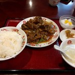 69812493 - 週替わり定食「牛バラ肉醤油煮込み」