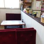 食事処 魚屋の台所 - レトロな席です