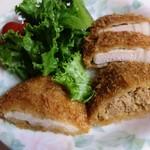 山形屋精肉店 - とんかつ、メンチ、鶏かつ※右から