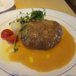 KENの厨房 - 国産牛肉のハンバーグ。ふっくらとした焼き具合と和風ソースがいい感じ。