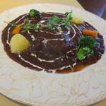 KENの厨房 - 牛タンの赤ワイン煮込み肉は柔らかく、ソースに味わいが素晴らしい。