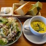 Bar Vita - ◆サラダ&スープ&パンのセット(450円:外税)、ドリンクバー(150円:外税)を追加しました。 メインが800円+450円+150円=1400円+税になります。