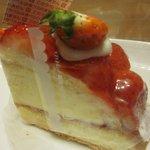 6982708 - 苺の生ケーキ