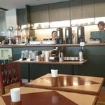 ル・ベール アスト店 - ドリンクコーナー:温冷コーヒー、ジュース3種、温冷ティー