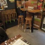 菜園バル CHIBI-CLO - テーブル席に着席です