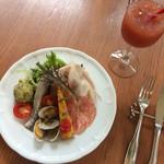 ピッツェリア・アル・カミーノ - ランチの前菜とブラッドオレンジジュース