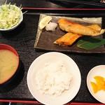 甲殻類倶楽部 - 日替わり焼魚定食 890円