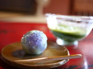 久連波 - 抹茶(冷)と上生菓子(紫陽花)