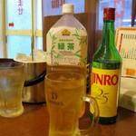 京味居 - 真露(ボトル)と割りもの緑茶と氷