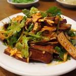 京味居 - 拌豆腐干(スモーク豆腐の和え物