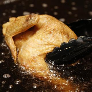 名物:店内手仕込みの「鶏の素揚げ」