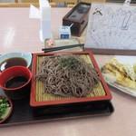 なか田 - そして天ざる900円も出来あがりテーブルに運ばれて来ました。