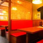中村商店 - 駐車場完備で店内はカウンターの他テーブル席もあり