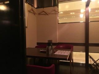 日比谷琥白 - テーブル席