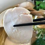 中華そば 田家 - 鶏チャーシューのアップ