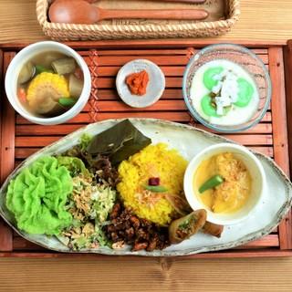 インドネシア・西ジャワ/スンダ地方の家庭料理専門店♪