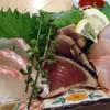 ぼてふりの四文屋 - 料理写真:「刺身三点盛り」500円也。