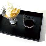 黒蜜ときなこのわらび餅 ソフトクリームパフェ