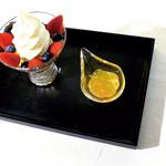 その時美味しい果実のソフトクリームパフェ
