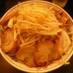 ダントツラーメン  - ラーメン(並640円)+豚増し230円野菜4倍