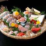 なかなか - 特注いけす『天然魚介』季節ごとの旬な活魚、活貝類をご用意してます。