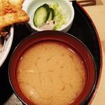 あみ熊 - 味噌汁、漬物