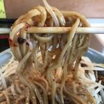 立川マシマシ ロイヤルスープ - 【2017.6.25】長方形の断面の中太麺。
