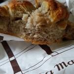 69845939 - ゴルゴンゾーラのライ麦パン(断面)