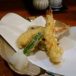 手打ちそばよし田 - 「海老野菜天ぷら」アップ