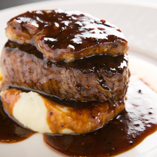 名物「牛フィレ肉とフォアグラのロッシーニ」✩✩✩