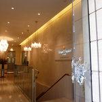 ロイヤルクリスタルカフェ - 2011年2月ビルのエントランス