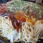 あかおに - 麺入りは肉・玉子・野菜・麺入りで700円。