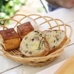 Marie - ランチのパンのバスケット