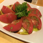 ヒヨク之トリ - バジルとトマトのバルサミコサラダ