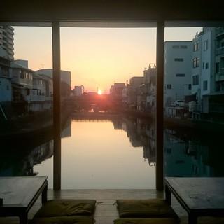 [夕陽]夏は19時前にお越しいただくとキレイな夕陽が見えます
