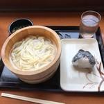 丸亀製麺 - 釜揚げうどん(並)  と  鮭おにぎり