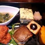 69869785 - 唐揚げ、銀ムツ、揚げ茄子、玉ねぎと青菜の和え物、厚焼き玉子