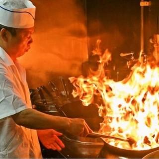 当店自慢の本番中国の料理人