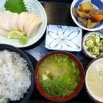 まる信 食堂 - 料理写真:特大生ほたて刺身定食