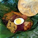 アプサラ レストラン&バー - スリランカカレーのバナナリーフ包み
