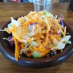 ルクラビレッジ - カレー2種+プレーンナン 950円 サラダ付き