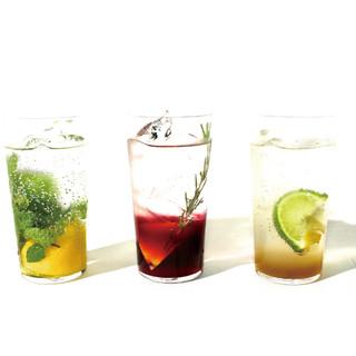 フレッシュなレモンやライム、生姜を使用したドリンク