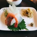 赤坂 丈太郎 - 新鮮なお刺身、付け合わせも繊細で優しいお料理